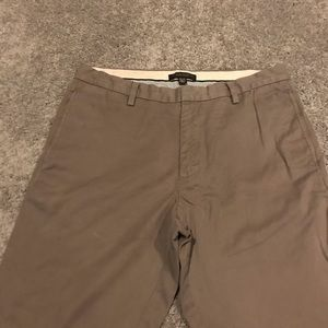 Banana republic men's 33 x 33 Gavin chino